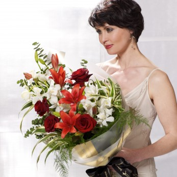 Dramatic Red Presentation Bouquet